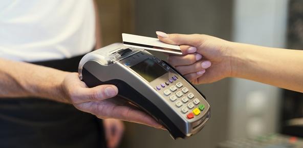 Quy trình để rút tiền mặt thẻ tín dụng lãi suất thấp