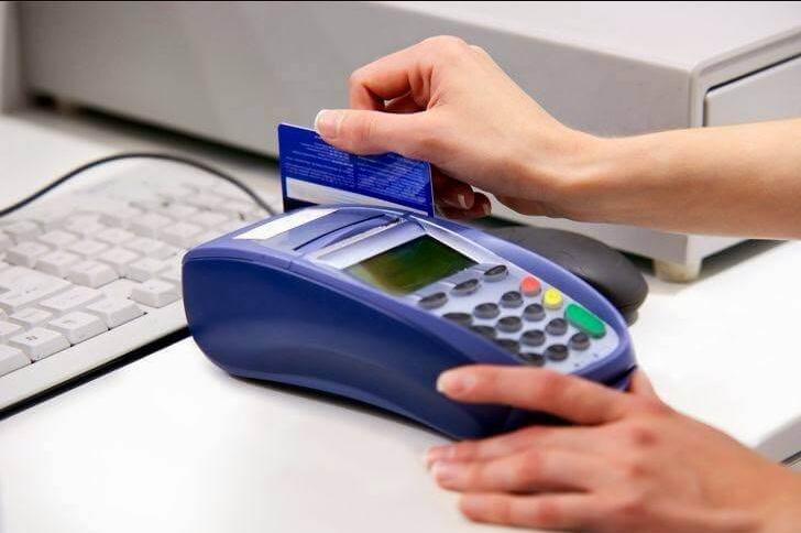 Rút tiền mặt từ thẻ visa - Nên hay không?