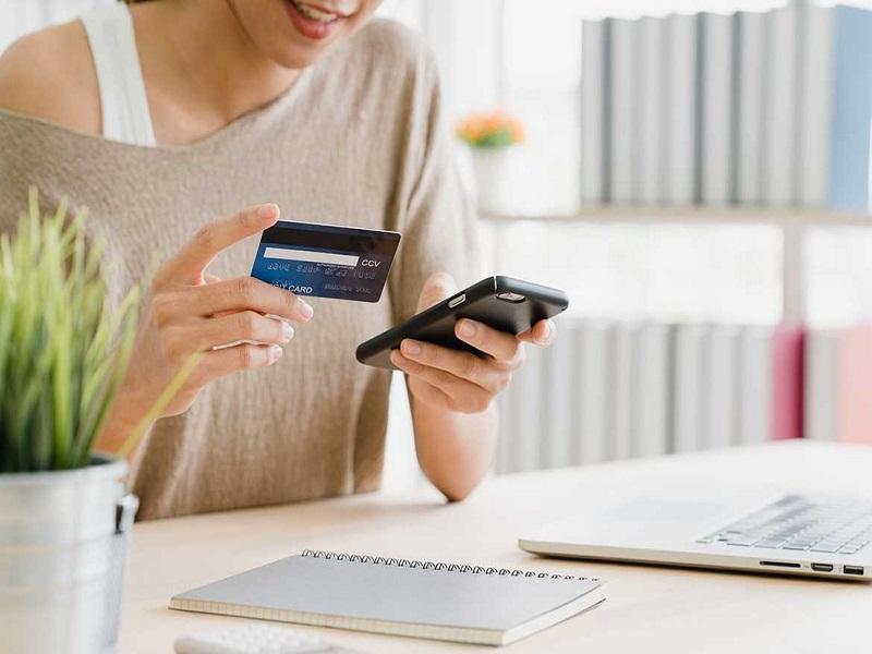 Thanh toán bằng thẻ tín dụng nhận nhiều ưu đãi khi mua sắm tại các trung tâm thương mại, siêu thị và các trang thương mại điện tử lớn