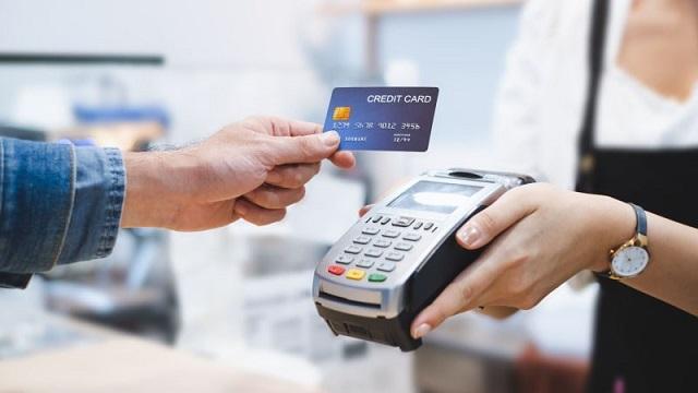 Sử dụng dịch vụ rút tiền mặt bằng thẻ tín dụng tại Tài Chính Nhanh